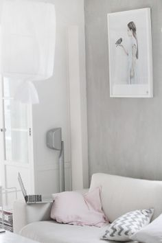 White, grey and soft pink Scandinavian home Pastel Interior, Gray Interior, Interior And Exterior, Interior Design, Natural Wood Decor, Grey Room, White Sofas, Scandinavian Home, Retro Home