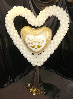 Balloon heart frame with giant foil heart 'Just Married' great as entrance decoration