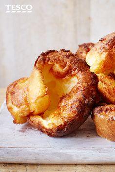 A Sunday roast just isn't complete without a mountain of crispy Yorkshire puddings. Tall, golden, and totally delicious – our perfect Yorkshire puddings are sure to be a hit with the family. Yorkshire Pudding Tray, Yorkshire Pudding Recipes, Roast Recipes, Dinner Recipes, Cooking Recipes, Roast Dinner Side Dishes, Roast Dinner Tips, Breakfast Crepes, Tesco Real Food