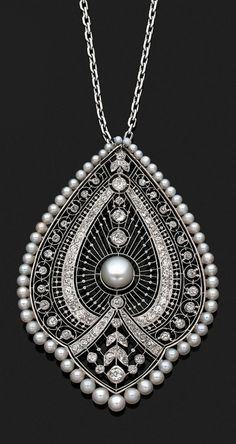 Pearls Diamonds Pendant Necklace, France, ca. 1910.  #VintageJewelry