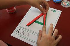 Découvrez en images 14 idées d'activités ludiques, créatives et éducatives à faire avec votre enfant atteint de handicap http://bloghoptoys.fr/14-activites-faire-pate-modeler