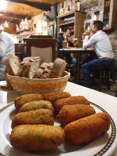 Croquetas da Taberna Eligio - Vigo - Galiza © Viaje Comigo Pretzel Bites, Bread, Food, Paths, Camino De Santiago, Voyage, Brot, Essen, Baking
