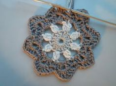 Free crochet flower with picture tutorial