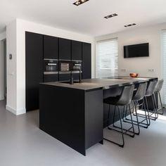 Kitchen Room Design, Modern Kitchen Design, Kitchen Interior, Kitchen Dining, Kitchen Decor, Home Kitchens, Sweet Home, New Homes, House Design