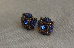 Blue Poppy Earrings Beading tutorial - Post/Stud Earrings made with Swarovski rivolis and bicones and Miyuki seed beads. Seed Bead Jewelry, Seed Bead Earrings, Diy Earrings, Beaded Jewelry, Stud Earrings, Seed Beads, Jewellery, Beaded Earrings Patterns, Jewelry Patterns