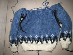 Here is a description with picturess and text on how to knit a Icelandic Sweater. This Sweater is for a 4-5 year old. MATERIAL: Wool: Ala...