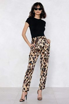 15 Outfits That Will Actually Make Your Basic Black Turtleneck Look Cool Leopard Pants Outfit, Leopard Print Outfits, Leopard Print Pants, Animal Print Outfits, Leopard Fashion, Cheetah, Printed Pants Outfits, Animal Print Pants, Mein Style