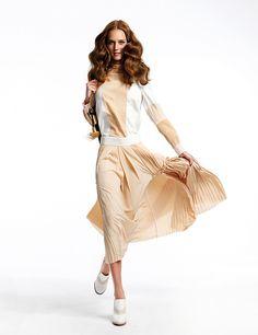 Las tablas son un 'must'. Falda plisada y zapatos de Chloé. Bolso de piel de Gucci.
