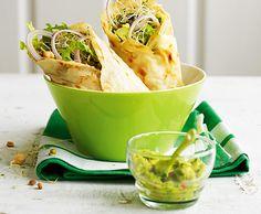 wraps mit Sprossen, Hummus und Avocado