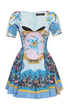 Colección Versace Primavera Verano 2021 para mujer | Moda Operandi Versace Fashion, Versace Dress, Couture Fashion, Kpop Fashion Outfits, Stage Outfits, Fashion Dresses, Kim Young, Moda Casual, Looks Style