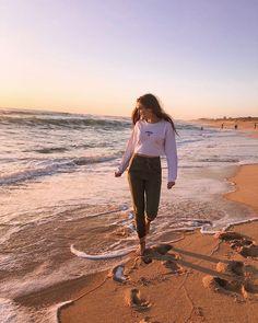 How to Take Good Beach Photos Instagram Photos Ideas, Instagram Pose, Insta Photo Ideas, Instagram Models, Tumblr Photography Instagram, Instagram Girl Photo, Poses For Pictures, Insta Pictures, Picture Poses