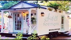 Boutique Decor, Mobile Boutique, Mobile Shop, Boutique Interior, A Boutique, Boutique Displays, Home Hair Salons, Home Salon, Tiny Houses For Rent