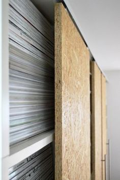 """Fantastic Photo DIY sliding doors make your own IKEA Hack Billy Suggestions A """"theme"""" operates through the Sites and pages with this system world: Ikea Hacks. Hacks Diy, Ikea Hacks, Ikea Hack Billy, Diy Dressing, Do It Yourself Ikea, Diy Slides, Billy Regal, Ikea Regal, Diy Sliding Door"""