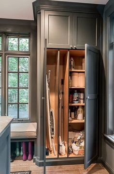 Clever Basement Small Laundry Room Storage Ideas And Photos For Small Space - Room Design Grey Laundry Rooms, Mudroom Laundry Room, Farmhouse Laundry Room, Laundry Room Organization, Laundry Room Design, Bench Mudroom, Bathroom Lighting Design, Laundry Cabinets, Diy Kit