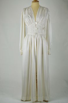 1940s Vintage Robe Ivory Silk and Lace with Buttons