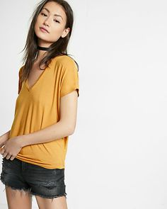 express one eleven v-neck london tee in Gold