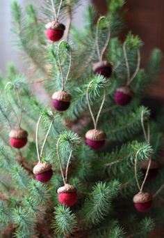 Felted Acorns Ornaments – set of 10 in festive reds - Weihnachten Ideen Scandinavian Christmas Decorations, Thanksgiving Decorations, Xmas Decorations, Natural Christmas, Rustic Christmas, Winter Christmas, Christmas Ornaments To Make, Homemade Christmas, Christmas Button Crafts