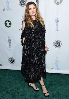 Celebrities and Fashion Drew Barrymore Style, Cute Beauty, Iconic Women, Night Looks, Red Carpet Fashion, Hollywood Stars, Her Style, Style Icons, What To Wear
