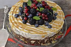 tort de biscuiti cu fructe si caramel Waffles, Pancakes, Romanian Desserts, Brownies, Caramel, Sweet Treats, Pie, Breakfast, Food