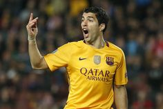 Barcelona's Uruguayan forward Luis Suarez reacts after missing a goal opportunity during the UEFA Champions League quarter finals first leg football match FC Barcelona vs Atletico de Madrid at the Camp Nou stadium in Barcelona on April 5, 2016.
