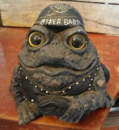 BIKER BABE FROG -FIGURINE /GARDEN DECOR -TOAD HOLLOW CYCLE WORKS -REALISTIC EYES