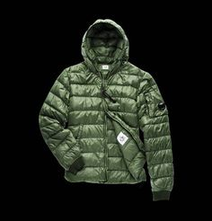 Ultralight nylon hooded down jacket with 90/10 direct feather injection padding, with a special color enhancing dye and water resistant treatment. A soft and lightweight garment perfect for leisure and first urban cold weathers.