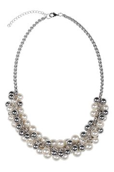 Collier mélange de fausses perles / Mixed faux-pearl necklace www.jacob.ca Holiday Style, Holiday Fashion, Pearl Boutique, Faux Pearl Necklace, Red And Grey, Bling Bling, Beauty Makeup, Best Gifts, Gift Ideas