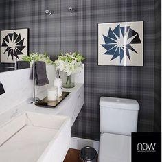 Lavabo l Xadrez é tendência na decoração, e neste lavabo, a aplicação na parede, ficou sensacional! Projeto @nowarquitetura