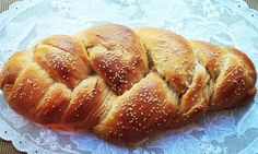 23 Delicious Vegetarian Hanukkah Recipes - Challahs are delicious year round. Definitely make one for Hanukkah. Hanukkah Food, Hanukkah Recipes, Holiday Recipes, Hannukah, Whole Wheat Challah Recipe, Vegetarian Thanksgiving, Jewish Recipes, Baking Recipes, Yummy Recipes