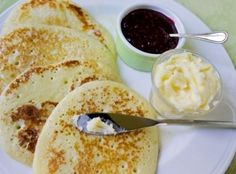 This is another delicious recipe from Traditional Scottish Cookery, and it is very popular in the Grampian Mountains region of Scotland. The Scottish crumpet is thinner and wider than the traditional English crumpet. Scottish Dishes, Scottish Recipes, Irish Recipes, English Recipes, Scottish Desserts, German Recipes, English Crumpets, Crumpet Recipe, Simply Yummy