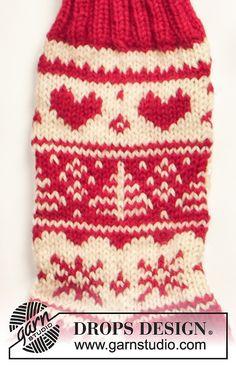 Ravelry: Socks with Christmas pattern by DROPS design Fair Isle Knitting, Knitting Socks, Free Knitting, Knitting Patterns, Crochet Patterns, Drops Design, Drops Paris, Drops Baby, Magazine Drops