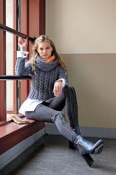Etter flere år med studier, og arbeid for arkitekter i England, gjorde Linda Marveng et karriereskifte og returnerte til Oslo. Hennes strikkeprosjekter blir stadig mer ambisiøse. Nå har hun designet for flere blader og gitt ut en strikkebok. Les mer om henne her.