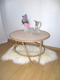 Grande table basse tripode.