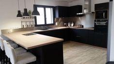 cuisine meubles noirs plan de travail bois clair