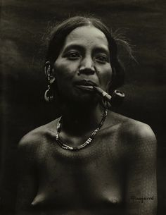 Woman from Kalinga Mountain Province. Photo by Eduardo Masferré Filipino Art, Filipino Culture, Filipino Tattoos, Filipino Empanada, African Tribes, African Women, Philippine Women, Old Photos, Vintage Photos