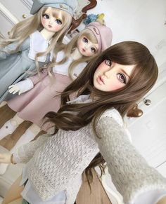 """Tagged by @projectdianthus for the #bjdselfietag!🙌🏻 Of course it's Ninon taking the picture. She was happy to do it and the sisters don't really mind.😋 this isn't a """"squad"""" pic tho, far from it.LOL #bjd #abjd #dolls"""