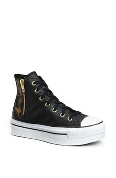 28 Super Ideas for how to wear converse high tops christmas gifts Platform Sneakers, High Top Sneakers, Shoes Sneakers, Converse High, Converse Chuck Taylor, Wedding Ceremony Pictures, Top Christmas Gifts, 30 Gifts, Trendy Wedding