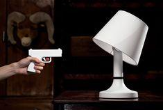 The Bang! Light.      「もしかしてピストルでぶっ飛ばすとか…」と思ってるあなた。それは映画の見すぎです。「The Bang! Lamp」という卓上ラン...