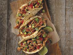 Tacos: 10 of Our Favorite Recipes Bbq Chicken Pizza, Pulled Chicken Tacos, Chicken Taco Recipes, Mexican Food Recipes, Dinner Recipes, Mexican Dishes, Tortilla Recipes, Pork Recipes, Goya Recipe
