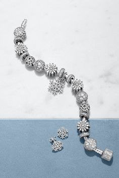 Snow and ice crystals are not only pretty, each one of them is also completely unique. This makes jewelry inspired by their beauty the perfect way to celebrate personal experiences and milestones. #PANDORA #PANDORAbracelet #PANDORAearrings