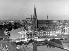 Gezicht op het Spaarne in Haarlem met op de voorgrond de Spaarnekerk, 16 juli 1975.