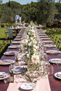 Preludio Noleggio Attrezzature per matrimoni, catering ed eventi speciali: piatti, bicchieri, tavoli, sedie, gazebo e tensostrutture.