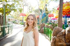 I have been dying to do senior pictures at Disneyland ever since we got season passes for our kids several years ago! This year I finally made it happen with beautiful Makenna from Santa Clarita Christian School. We had done Makenna's mini model shoot in downtown Los Angeles (you can check those out…