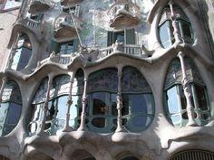 art-nouveau-architecture-gaudi-and-barcellona-gaudi.jpg (2048×1536)