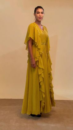 Party Wear Indian Dresses, Designer Party Wear Dresses, Indian Gowns Dresses, Dress Indian Style, Indian Fashion Dresses, Indian Designer Outfits, Designer Wear, Fashion Outfits, Beautiful Dress Designs