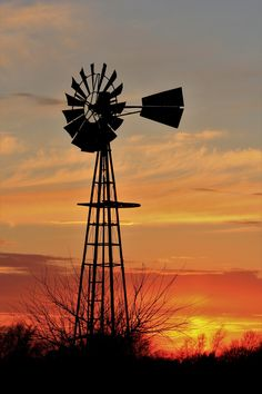 Kansas Windmill Silhouette Sunset - Robert D Brozek - Photography, Landscapes & Nature, Skyscapes, Sunrise & Sunset - ArtPal Windmill Art, Farm Windmill, Old Windmills, Holland Windmills, Hutchinson Kansas, Kansas Usa, Sunset Silhouette, Silhouette Art, Silhouette Photography