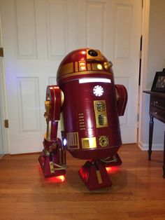 R2D2 Iron Man 'hybrid' built by the R2D2 builders club member Kevin Pommenville.