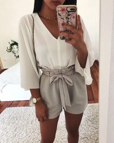 Great Top Blanches Manches Col V Short Beige/Gris - Women Fashion Ideas Cute Summer Outfits, Cute Casual Outfits, Holiday Outfits, Spring Outfits, Preppy Outfits, Casual Shorts, Summer Dresses, Beige Shorts Outfit, Summer Outfits For Vacation