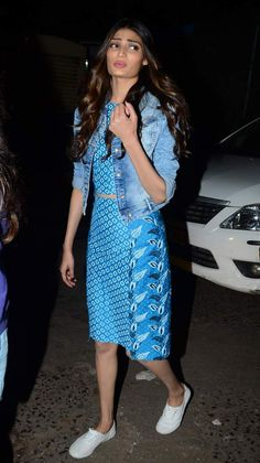 We like how actress Athiya Shetty​ has caught the fancy of fashion observers right from her first appearance. Spotted last evening in printed, coordinated separates, Athiya teamed her casual outfit with a denim jacket and white sneakers. We really like her relaxed sartorial approach - it does wonders for this new girl on the block! #HauteStepper