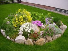 en pierres pour créer un joli jardin devant la maison von ACO so. Bird Bath Garden, Garden Planters, Succulents Garden, Garden Yard Ideas, Lawn And Garden, Garden Projects, Rock Garden Design, Garden Stones, Front Yard Landscaping